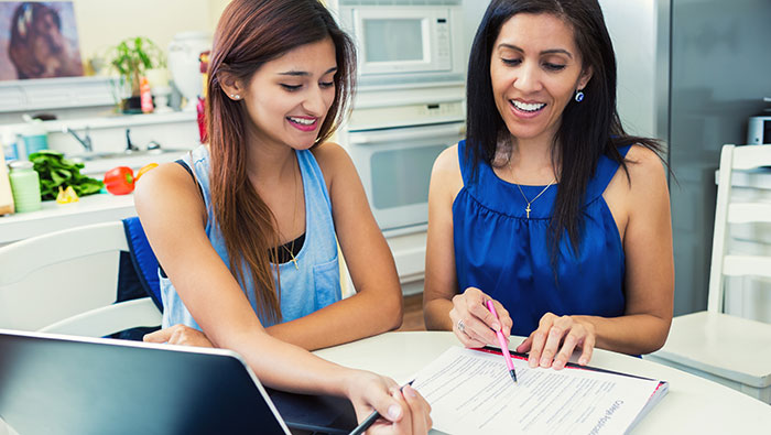 What is the Best Way for Parents to Help Their Kids Apply to College?