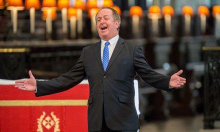 Alumnus Singer Offers Online Porch Performances