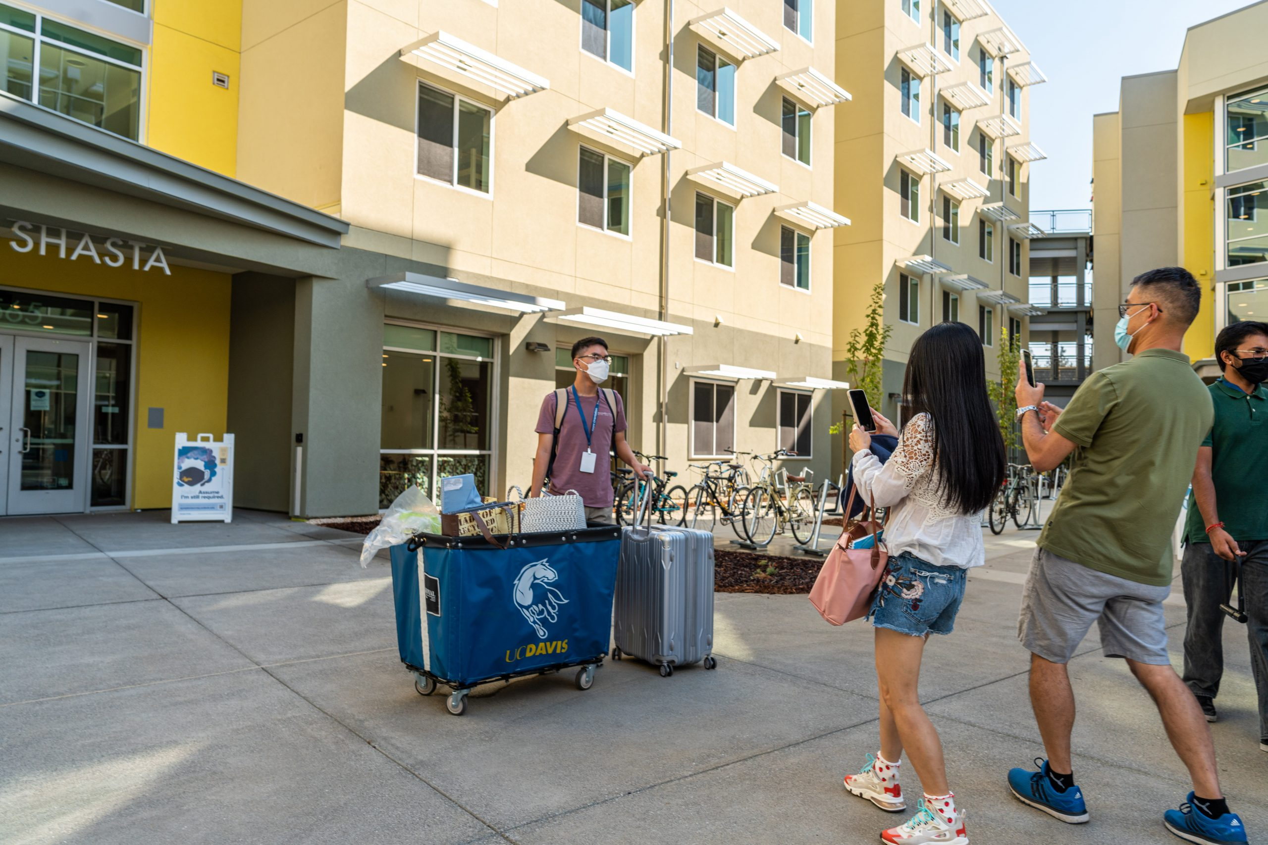 Shasta Hall move-in day