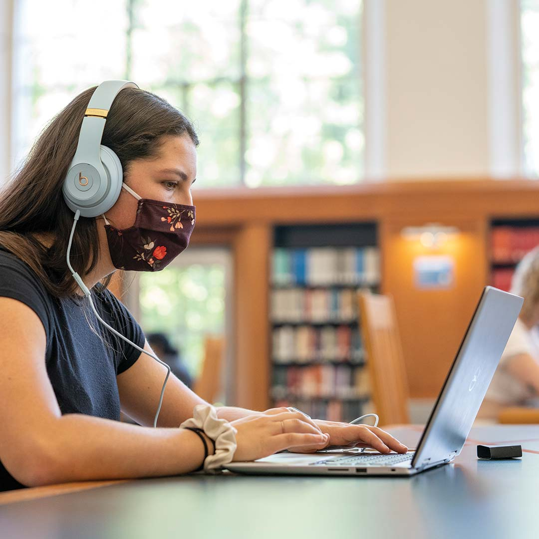 Students wear masks while studying in the library